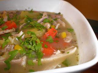 SOPA DE POLLO Y MAIZ version de una tradicional sopa colombiana receta cocina gastronomia aguacate cilantro la cocinera novata