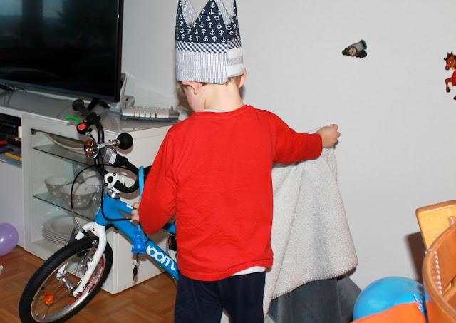 erstes Fahrrad woom bike Geburtstagsgeschenk Jules kleines Freudenhaus