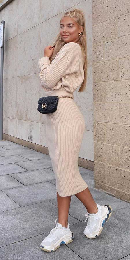 From knited jumpers to oversized jumper. Discover these 31 Cute womens jumpers that will totally embrace you. Jumper Outfits via higiggle.com #jumper #winterwear #style #cute