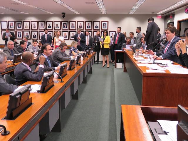 CTASP aprova parecer de Lucena em PL que regulamenta a profissão de agente cultural em moda e beleza