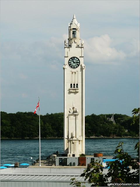 Torre del Reloj en el Viejo Puerto de Montreal