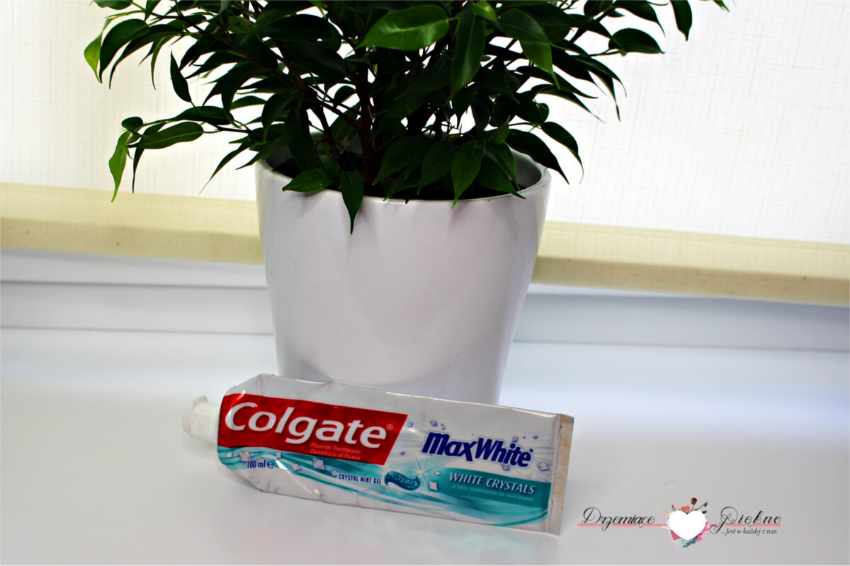 4. Colgate, Max White, pasta do zębów, White Crystals