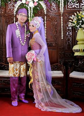 Kebaya Modern Muslim Pernikahan Ungu