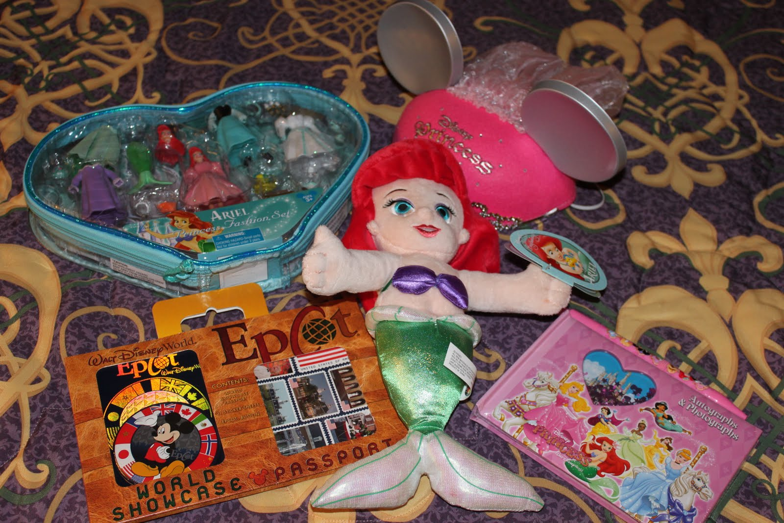 With this trip I wanted to do something a little more special for my daughter sheu0027ll be starting first grade in a couple of weeks sheu0027s getting so big too ... & Susanu0027s Disney Family: Memories by Betsy Custom Gift baskets ...