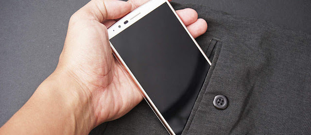 Jangan Memasukan Smartphone Dalam Saku Celana