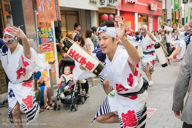江戸っ子連、粋な男踊りの踊り手による高円寺パル商店街、流し踊り 3