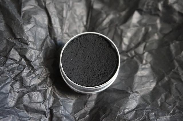 dentifrice_solide_pachamamai_black_is_black_charbon_végétal_vegan_revue_avis