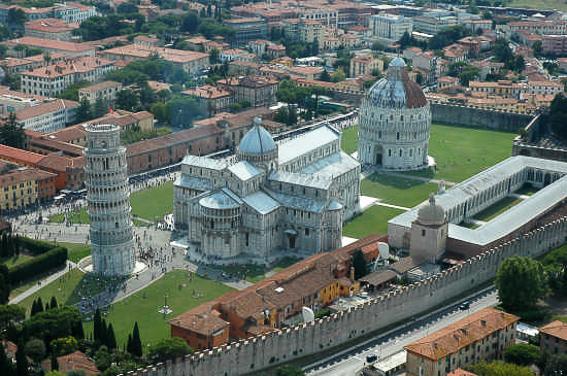 Vista aerea de la piazza del Miracoli. Pisa
