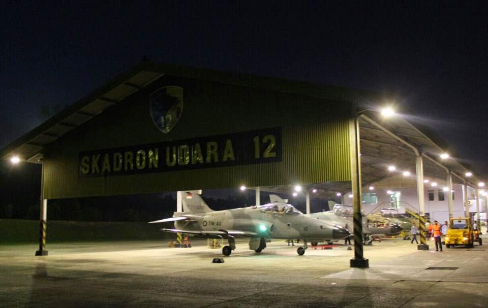Pesawat F16 dan Hawk 100/200 RSN Terbang Malam