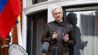 """""""Es todo por tu culpa"""": Assange replica con ironía en Twitter al ex Fiscal General de Obama"""