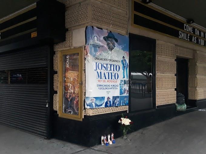 Gerencia del teatro United Palace elimina memorial de ACROARTE a Joseito Mateo y lo tiran a la basura