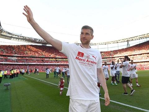 Hậu vệ Per Mertesacker chia tay đội tuyển quốc gia Đức