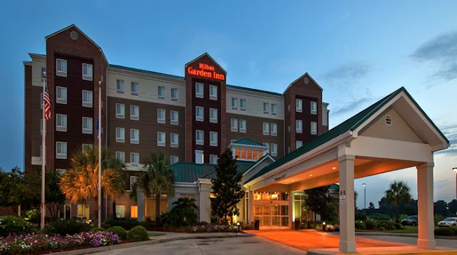 This Hilton Garden Inn Lafayette hotel offers free internet access, indoor pool, and café. It's also steps from the Lafayette Cajundome.
