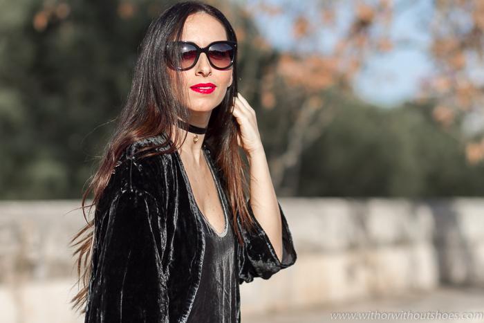 Blogger influencer de moda de Valencia con idea de outfit dia de fiesta con traje pantalon terciopelo