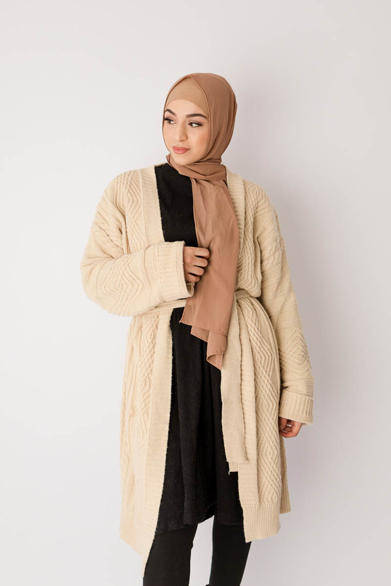 Cardigan Rajut padupadan Hijab Nude