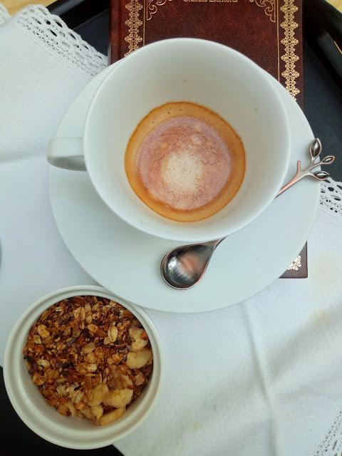Granola con nibs de cacao de Ghana y plátano aromatizada con café y caramelo (en CrockPot u olla de cocción lenta) Slowcooking Desayunos Meriendas Saludable Cuca