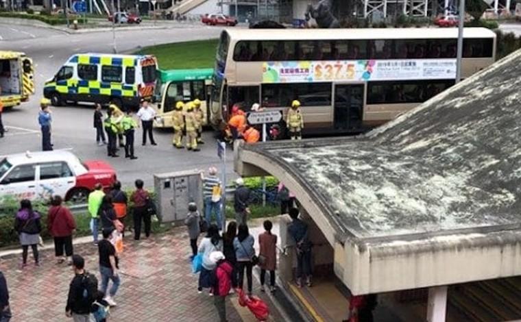 Tabrakan Bus Tingkat KMB dengan Minibus Hijau di Hong Kong, 10 Penumpang Terluka