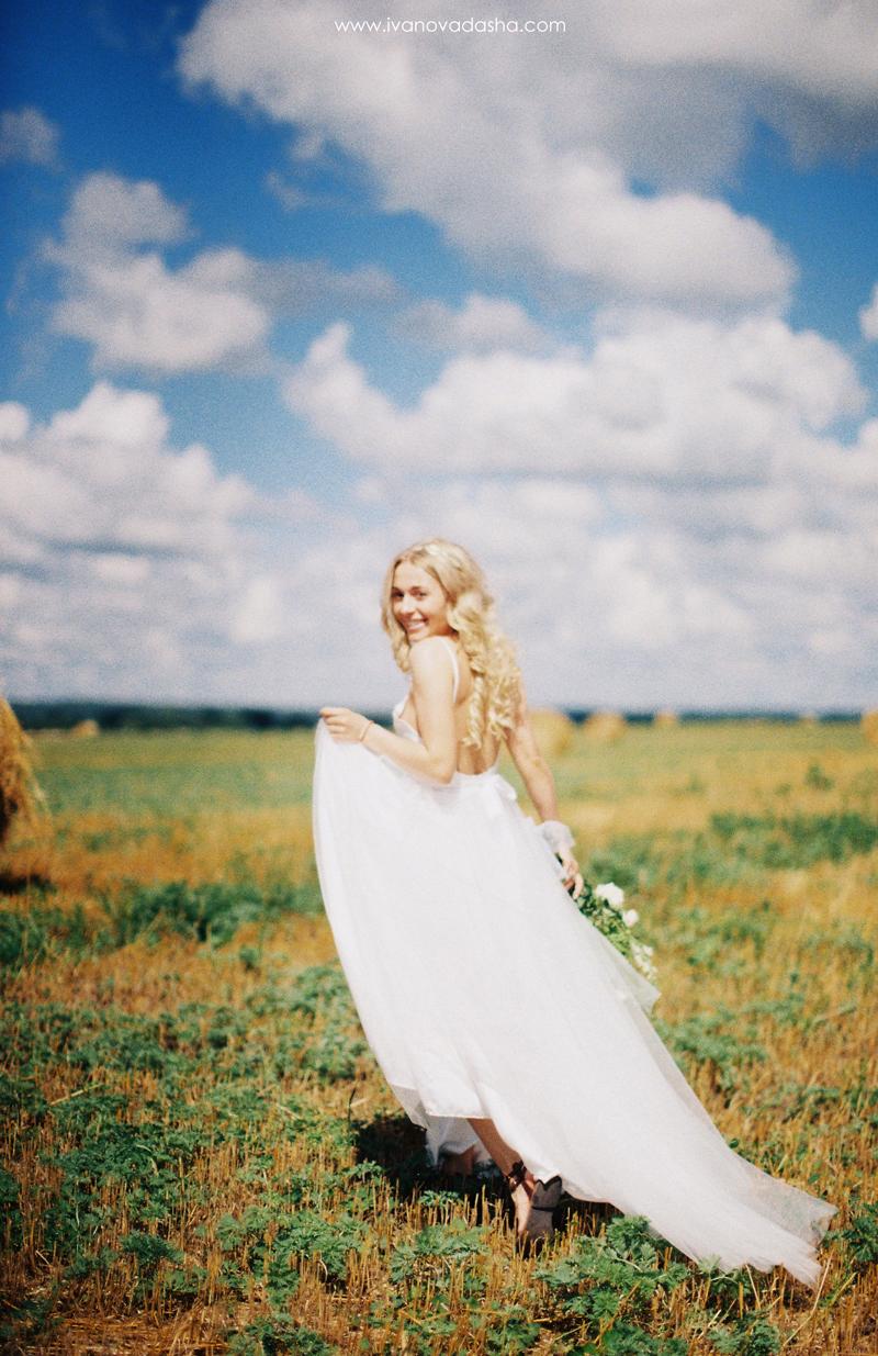 свадебная фотосъемка,свадьба в калуге,свадьба в туле,фотограф,свадебная фотосъемка в москве,свадебная фотосъемка в туле,фотограф даша иванова,идеи для свадьбы,образ невесты,фотограф москва,выездная церемония,выездная регистрация,нежные свадебные платья, воздушные свадебные платья,летящие свадебные платья,пышное свадебное платье,подготовка к свадьбе,платье мечты,свадебное платье,свадебный образ,свадебное платье мечты,красивое свадебное платье,роскошное свадебное платье,оригинальное свадебное платье,wedding dress,розовое свадебное платье,серое свадебное платье,свадебное платье с открытой спиной,fine art wedding,fine art wedding photography,fine art wedding обработка,обработка стиле fine art wedding,пленочные фотографии,съемка в поле,съемка среди стогов сена,фотосъемка в сене