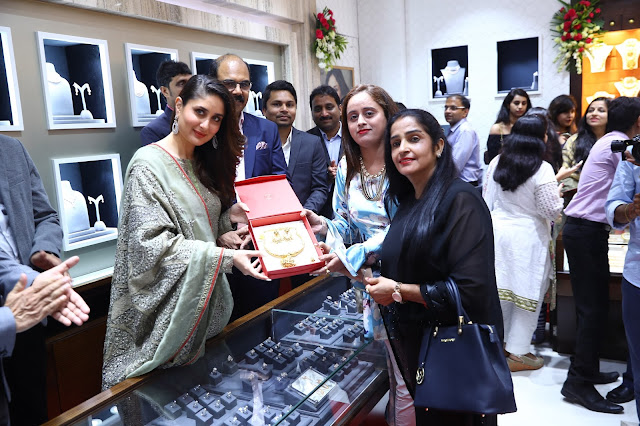 Kareena inaugurated Malabar Gold & Diamonds showroom at Pritampura
