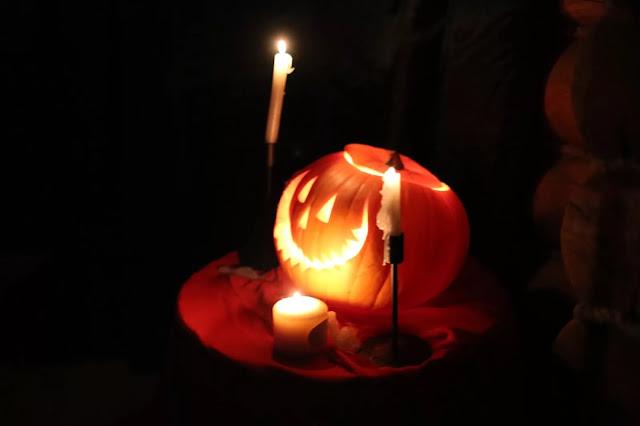 на Хэллоуин, гадания ведьмы, Хэллоуин, 31 октября, Halloween, All Hallows' Eve, All Saints' Eve, про гадания, как гадать на Хэллоуин, узнать судьбу на Хэллоуин, колдовство на Хэллоуин, магия, приемы гадания на Хэллоуин, эзотерика, магические практики, про магию, гадание на судьбу, гадание на любовь,  гадание на яблоках, традиционные гадания на Хэллоуин, гадания на огне, гадания на яблоках, гадания на сновидениях, методы надания на Хэллоуин, предсказания на Хэллоуин,  как узнать судьбу на Хэллоуин, гадания на зернах, гадание на свечах на хэллоуин