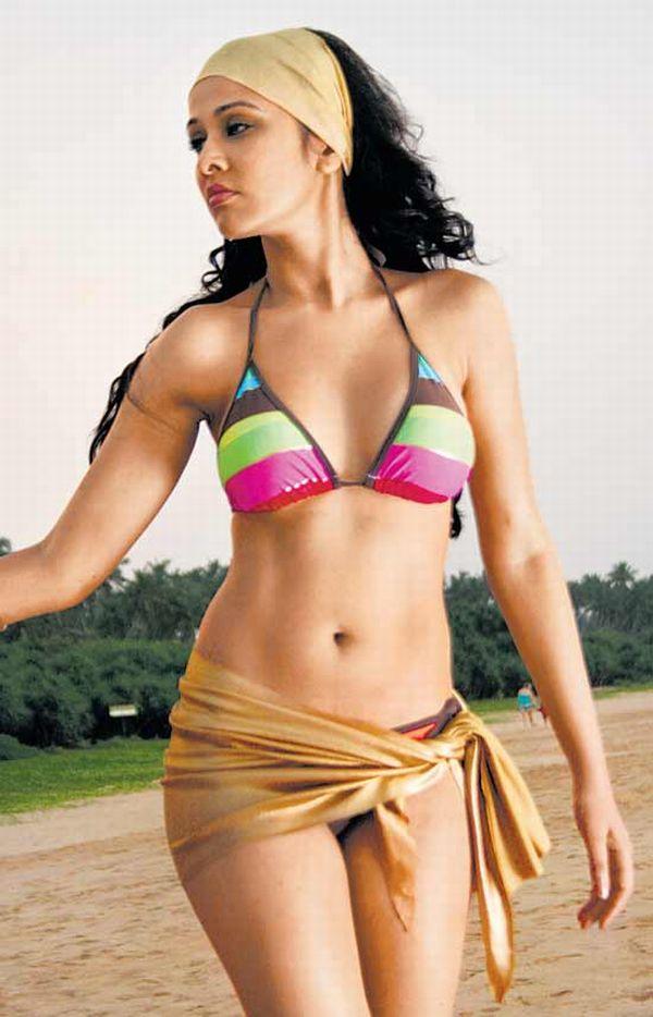 Bollywood Hot Actress Hot Scene Priyanka Kothari Hot -2602