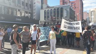 Socos, pontapés, spray de pimenta e cassetete conseguem conter jagunços do MST que atacaram manifestantes anti-Lula em Livramento