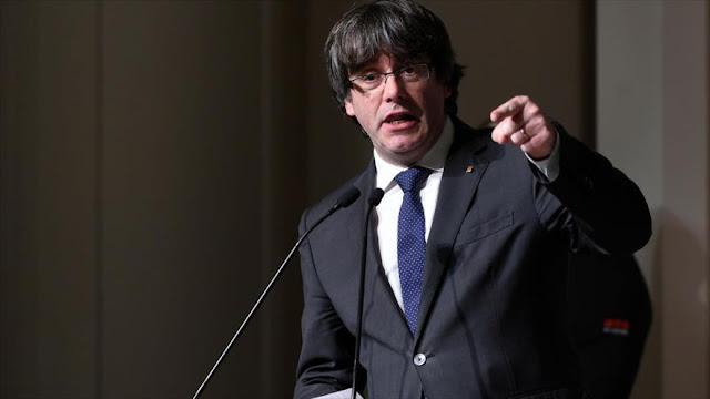 '¡Basta de policía!': Puigdemont vuelve a pedir diálogo con Rajoy