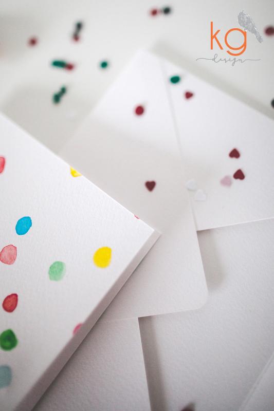 zaproszenie ślubne, akwarelowe, papier naturalny, malowane, kolorowe kropeczki, konfetti, confetti, minimalistyczne, kolorowe, motyw przewodni, nietypowe zaproszenie, papeteria ślubna, zaporszenia ślubne ręcznie robione, akwarelowe zaproszenia, zaporszenia malowane akwarelą,
