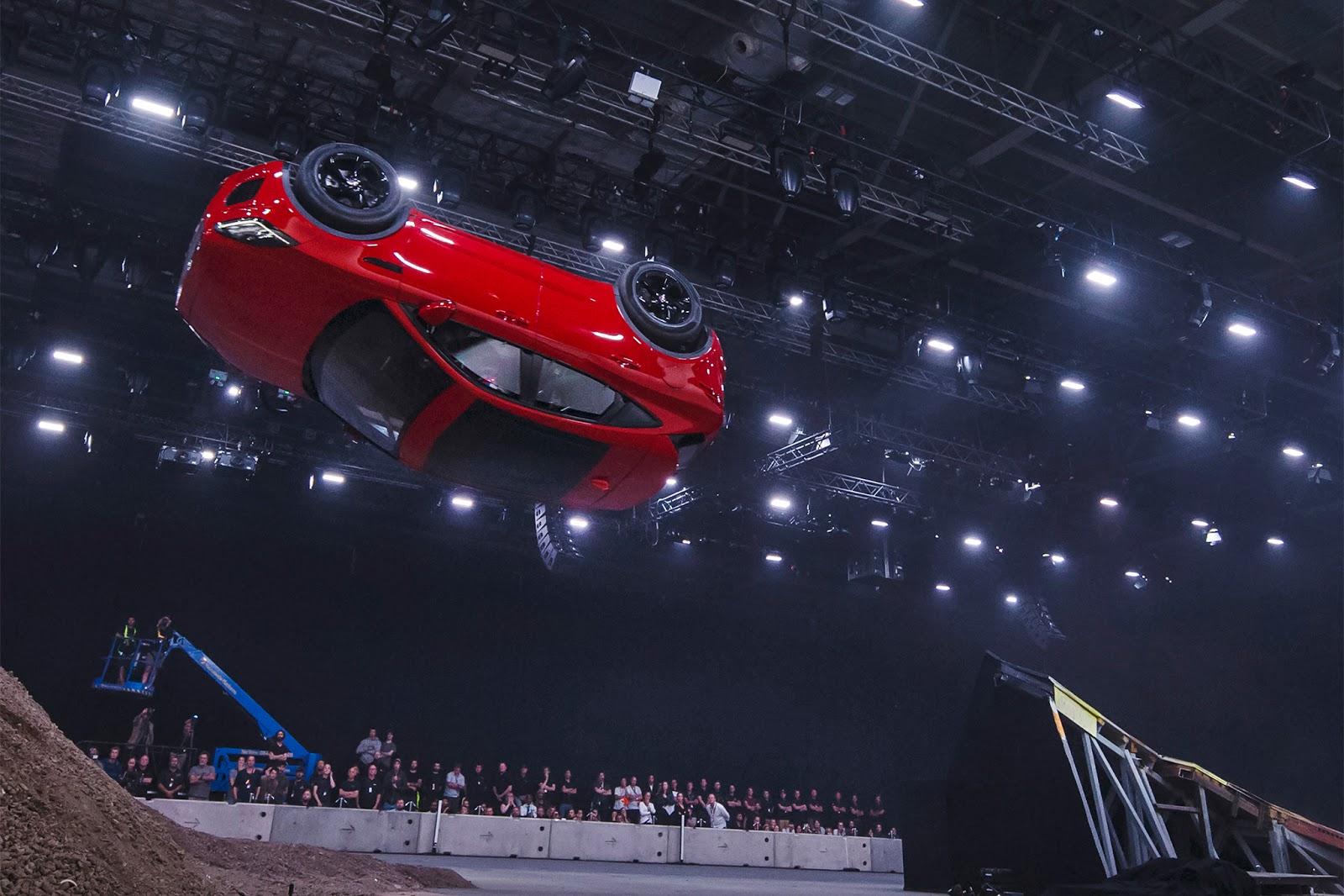 Thông Số kỹ Thuật Xe Jaguar E-Pace Phiên Bản 2.0l Màu Đỏ Tươi