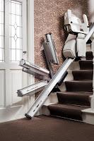 Składana końcówka szyny w krzesełku schodowym - zawias