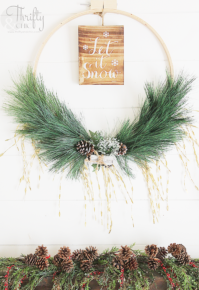 DIY Christmas wreath made with an embroidery hoop. DIY Christmas decor and decorating ideas. Farmhouse Christmas ideas