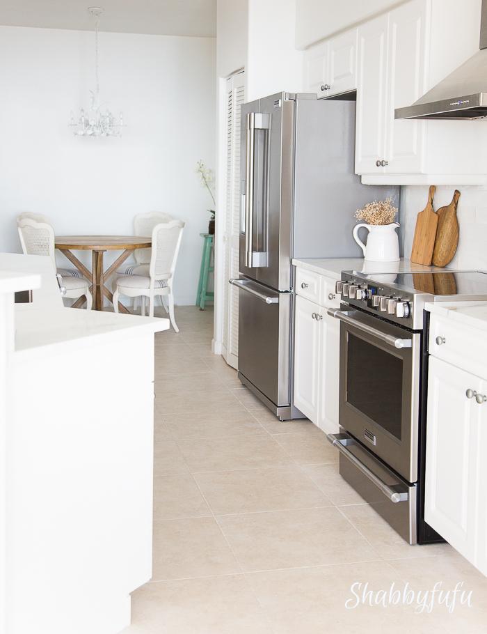beach-home-white-kitchen