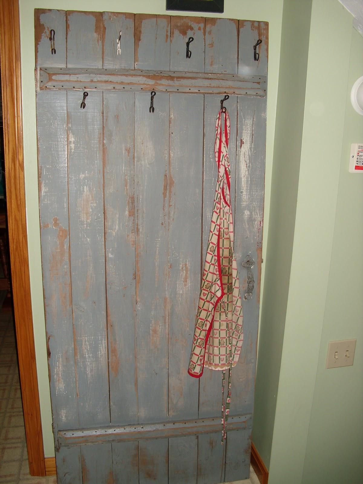 CreateIt Dumpster Diving Turn Old Door Into Coat Rack ...
