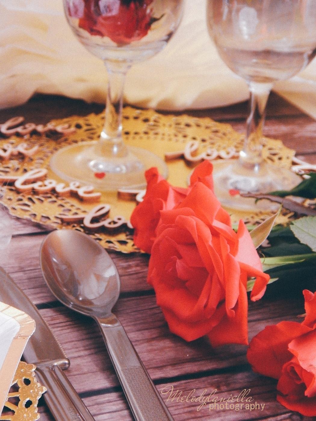 6 partybox ozdobne talerze z efektem marmuru złote sztućce róże drewniane dodatki drewniane konfetti love napisy na ślub wesele rocznice zaręczyny tiul organza