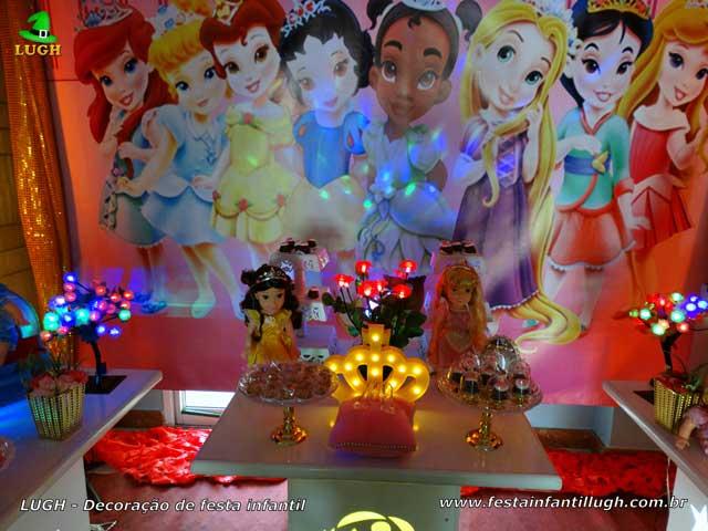 Mesa decorativa de aniversário Princesas Baby