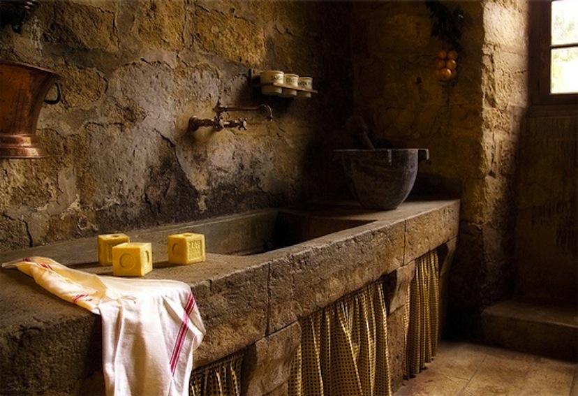 Lighting Basement Washroom Stairs: ClothesPeggS: Rustic Vintage Basins
