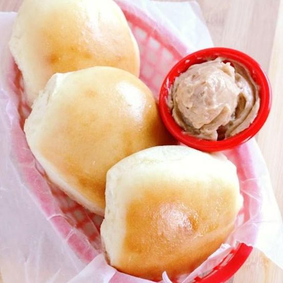Copycat Texas Roadhouse Rolls and Cinnamon Butter Recipe #Copycat #Dinner