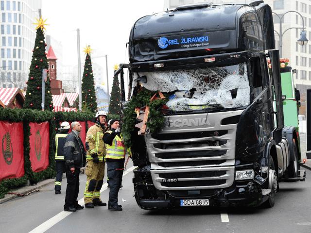 https://4.bp.blogspot.com/-RD45h61h81o/WwYiW6CR40I/AAAAAAAAJ5k/pkKar5TWLek9Q1dqDIy33vQqdPaqvGjLACLcBGAs/s1600/Berlin-Truck-Attack-640x480.png