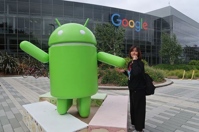 Foto di depan ikon Android Nougat di Googleplex, Mountain View, AS