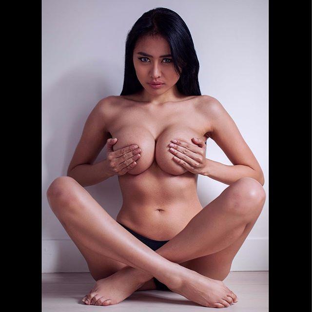 Fat naked blow job