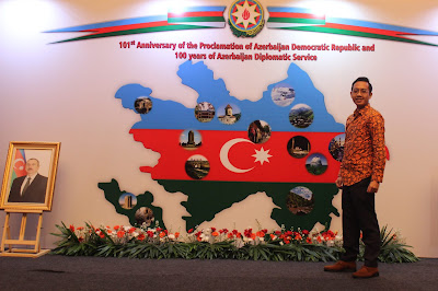 Blogger Eksis attend the 101st anniversary of the Azerbaijan Democratic Republic