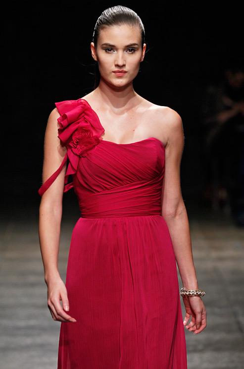 Alvina Valenta, kırmızı, red