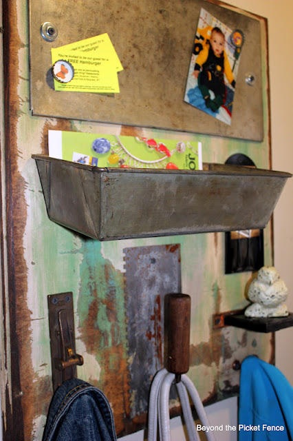 message board, junk, repurposed, organization, http://bec4-beyondthepicketfence.blogspot.com/2016/03/repurposing-little-junk.html