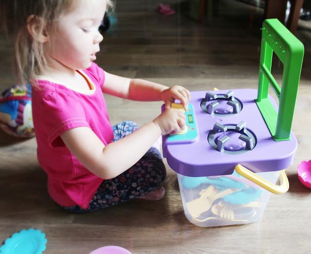 mała kuchnia dla dziewczynki
