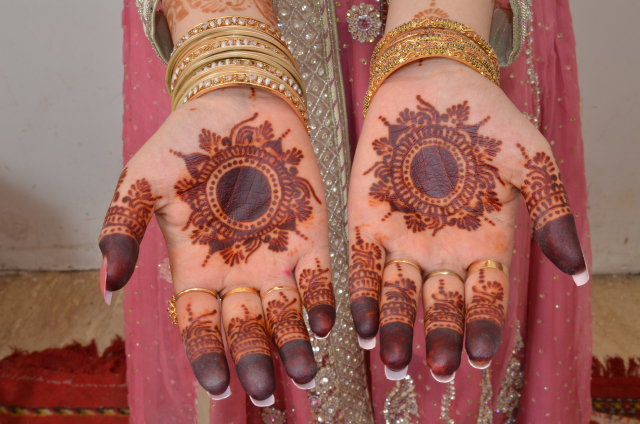 Traditional Mehndi Designs Photos : Beautiful and famous mehandi designs to try the beautyholic