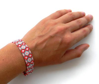 купить украшения из бисера ручная работа браслет на руку