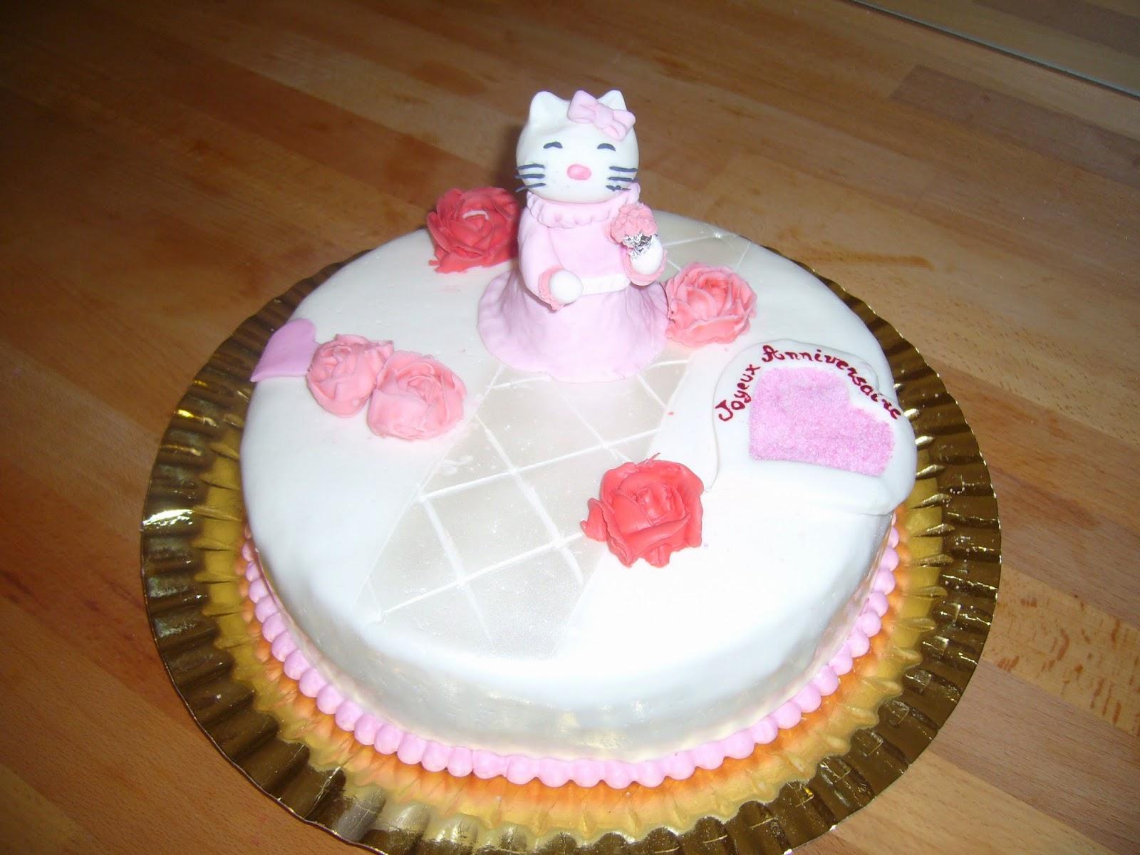 Gâteau#Kitty au bal, #sans gluten, fouré mousse à la framboise, décor #pâte à sucre.  http://mescreationsrecreations.blogspot.fr/