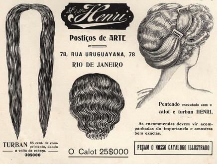 Propaganda antiga de 1910 com loja em promoção de vários modelos de perucas