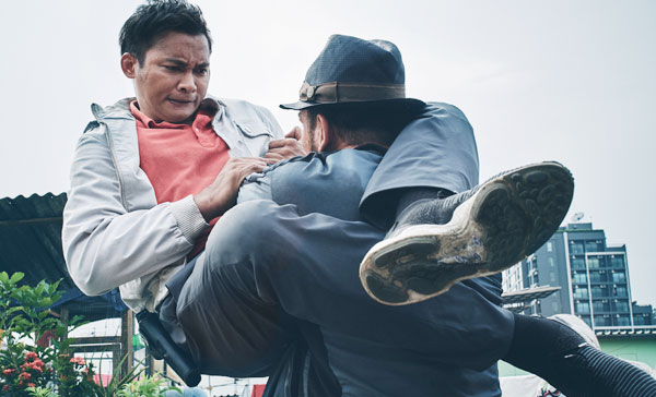 The thrilling rooftop fight between Tony Jaa and Chris Collins in PARADOX 杀破狼·貪狼 (2017)