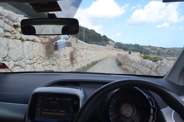Carro com direção a esquerda